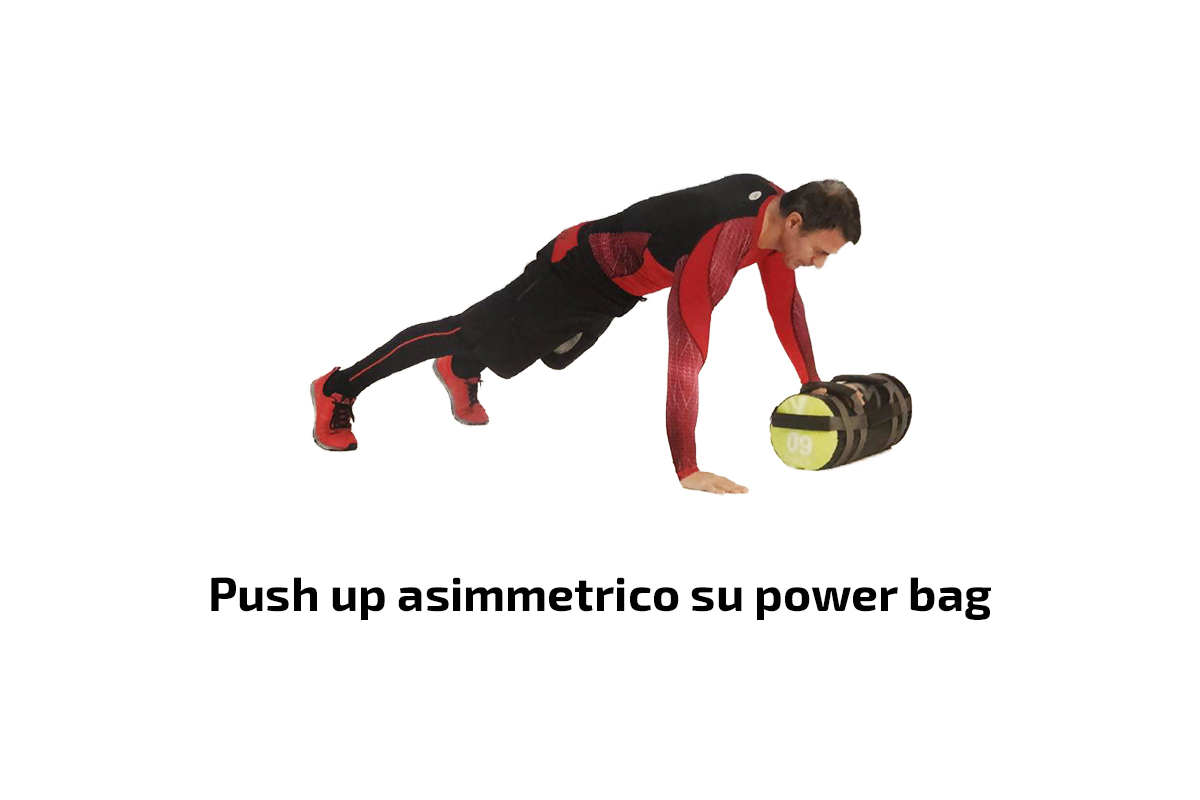 Push up asimmetrico su power bag