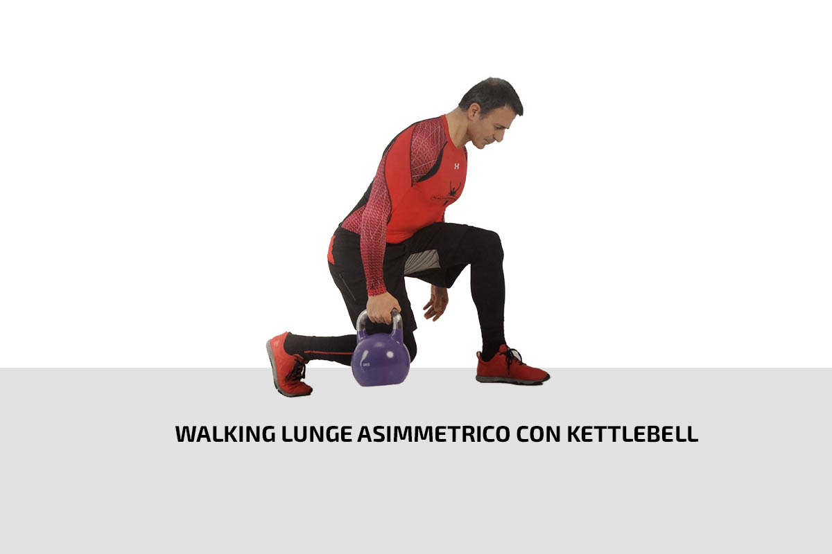 Walking lunge asimmetrico con kettlebell